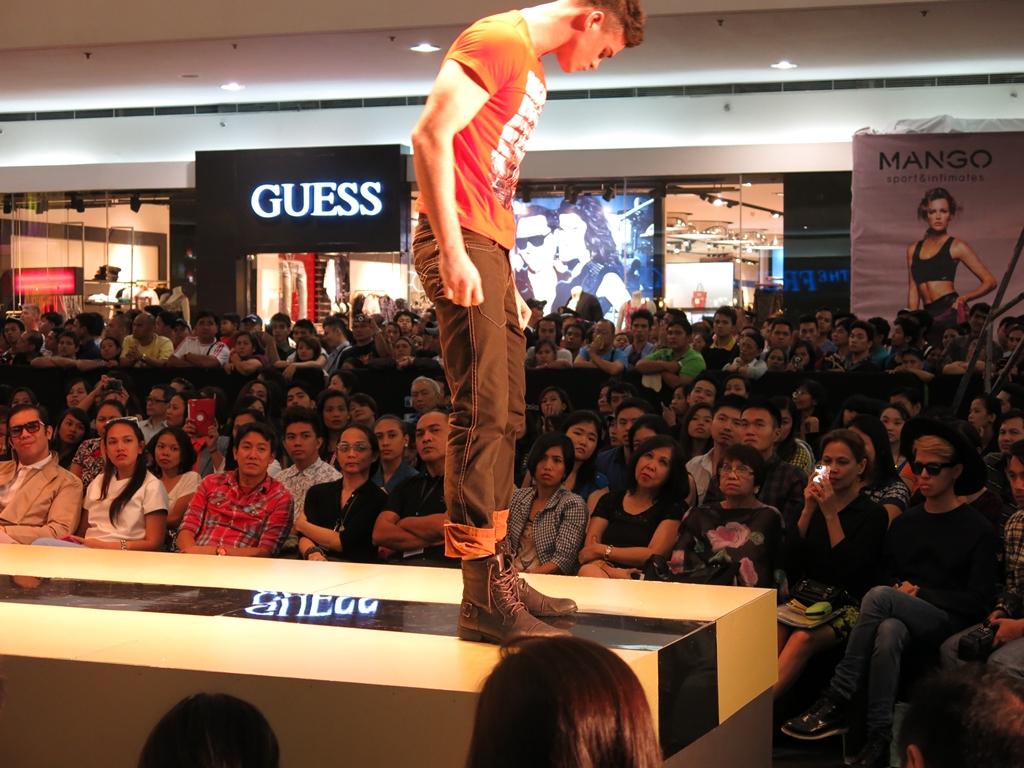 Freego Spring Summer Men's Fashion 2014 Fold ed Jeans (2)