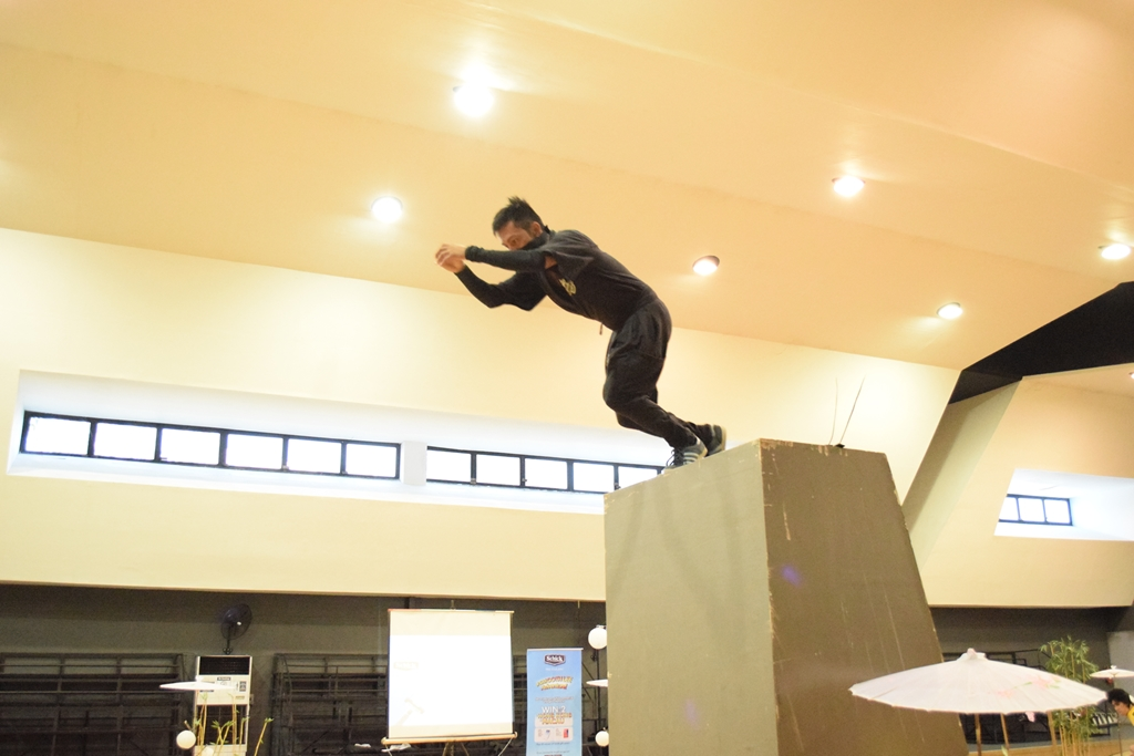 Schick Parkour Wall Run (2)