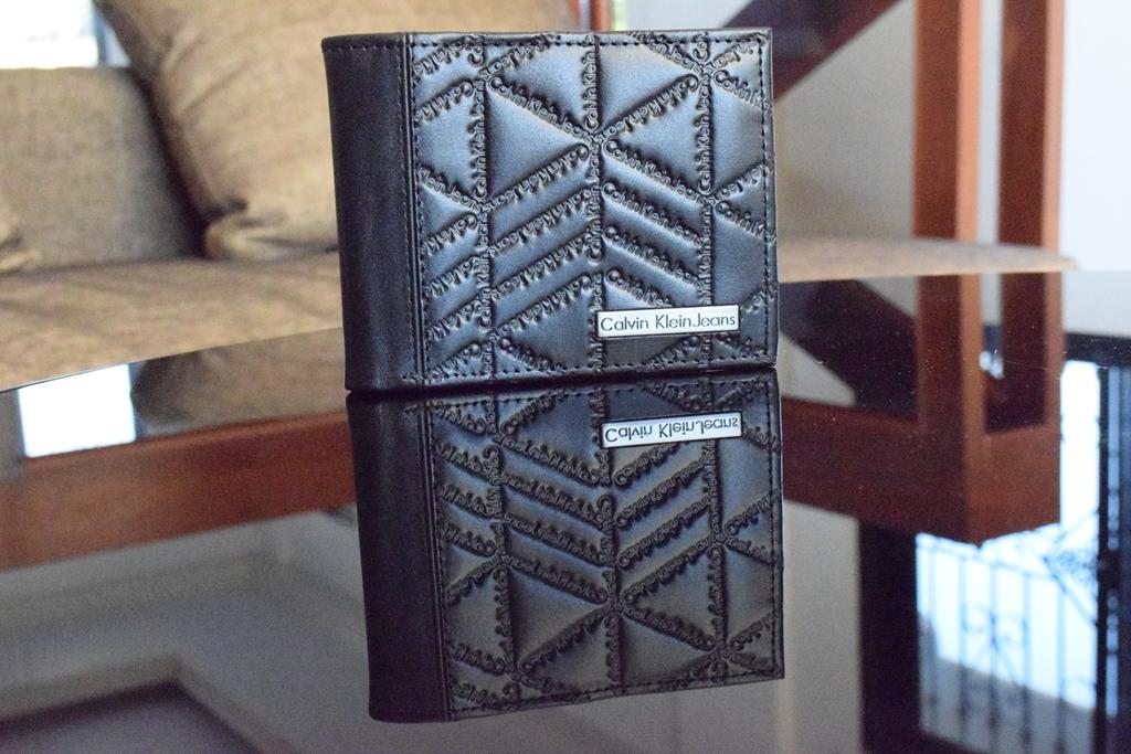 Calvin Klein Trifold Men's Wallet (1)