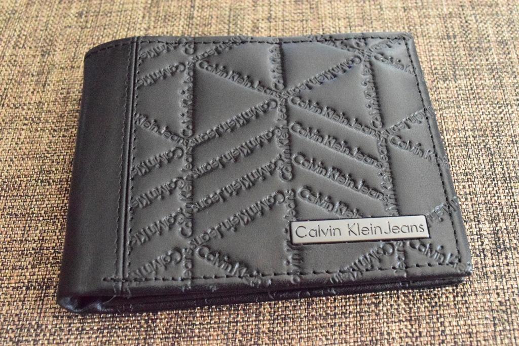 Calvin Klein Trifold Men's Wallet (2)