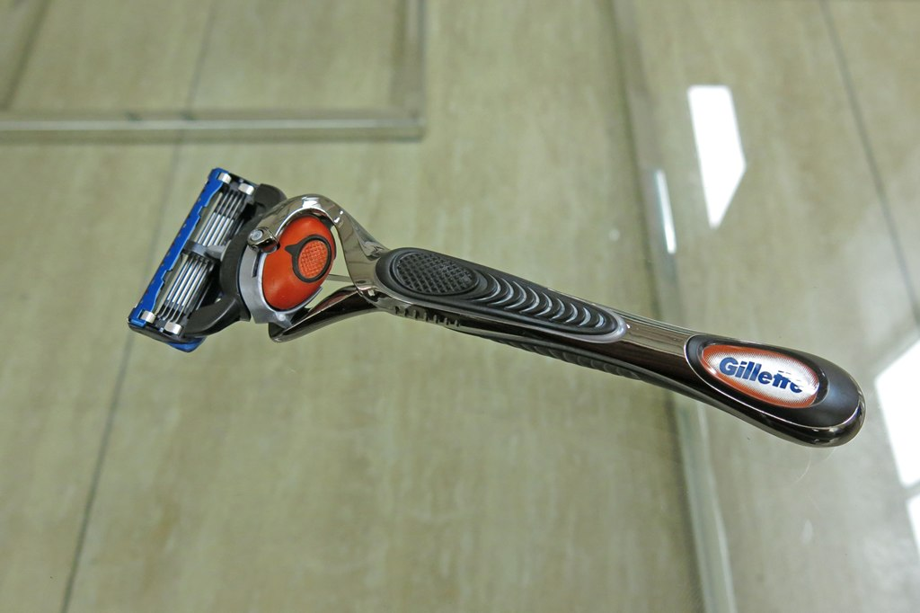 Gillette Fusion ProGlide Shaver with Flexball Technology (5)