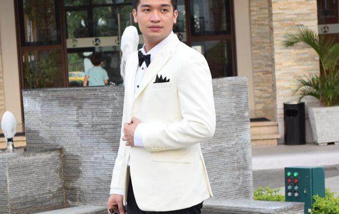 White Colored Men´s Suit