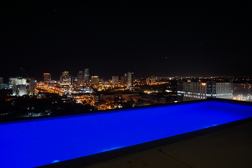 Azumi Boutique Hotel Infinity Pool Night
