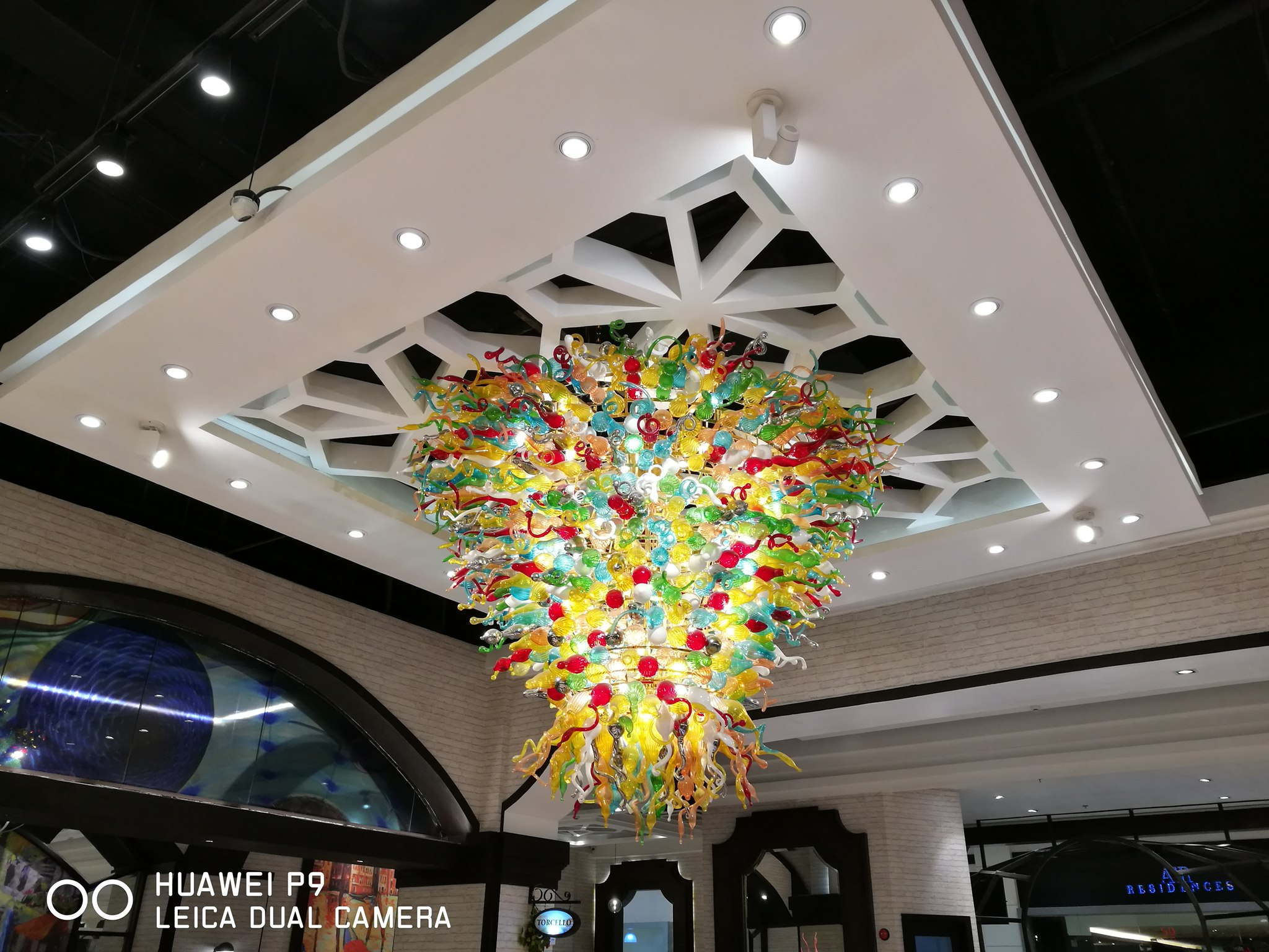 small_Huawei P9 Leica Chandelier Shot