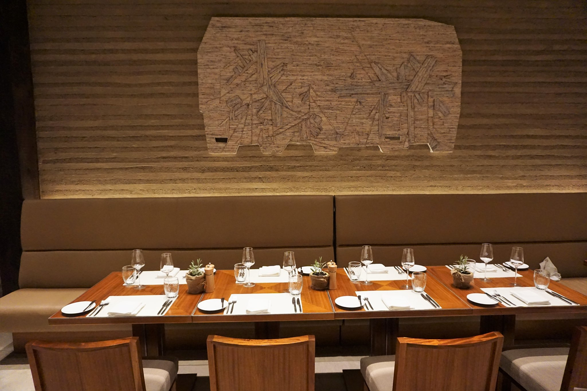 inside-brasserie-on-3-at-conrad-manila-2