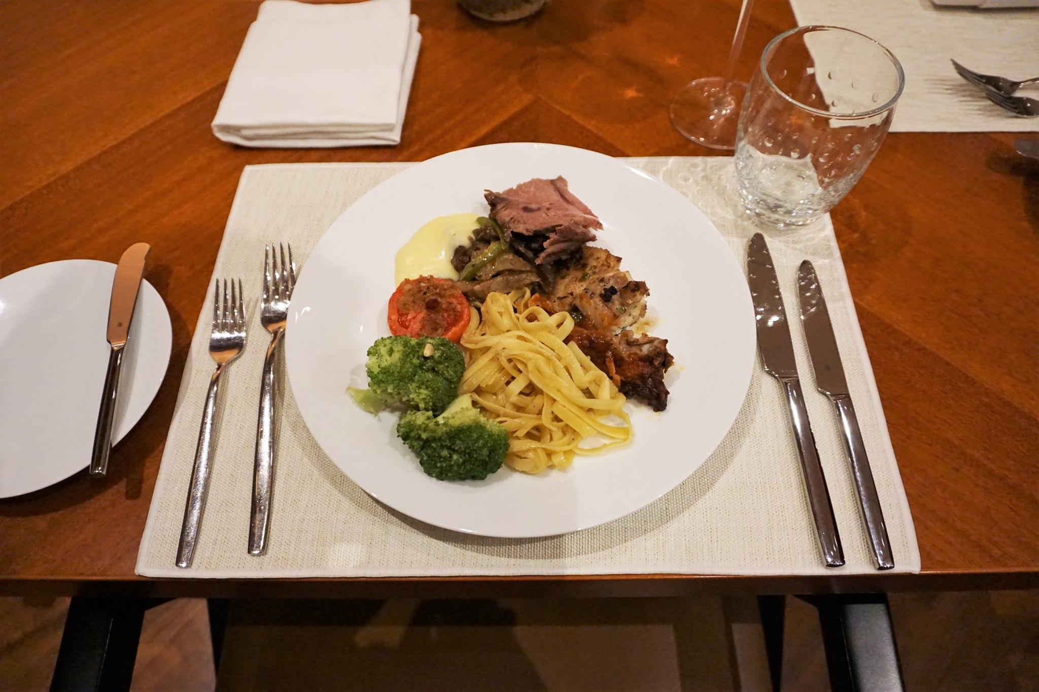 main-course-picks-at-brasserie-on-3-conrad-manla