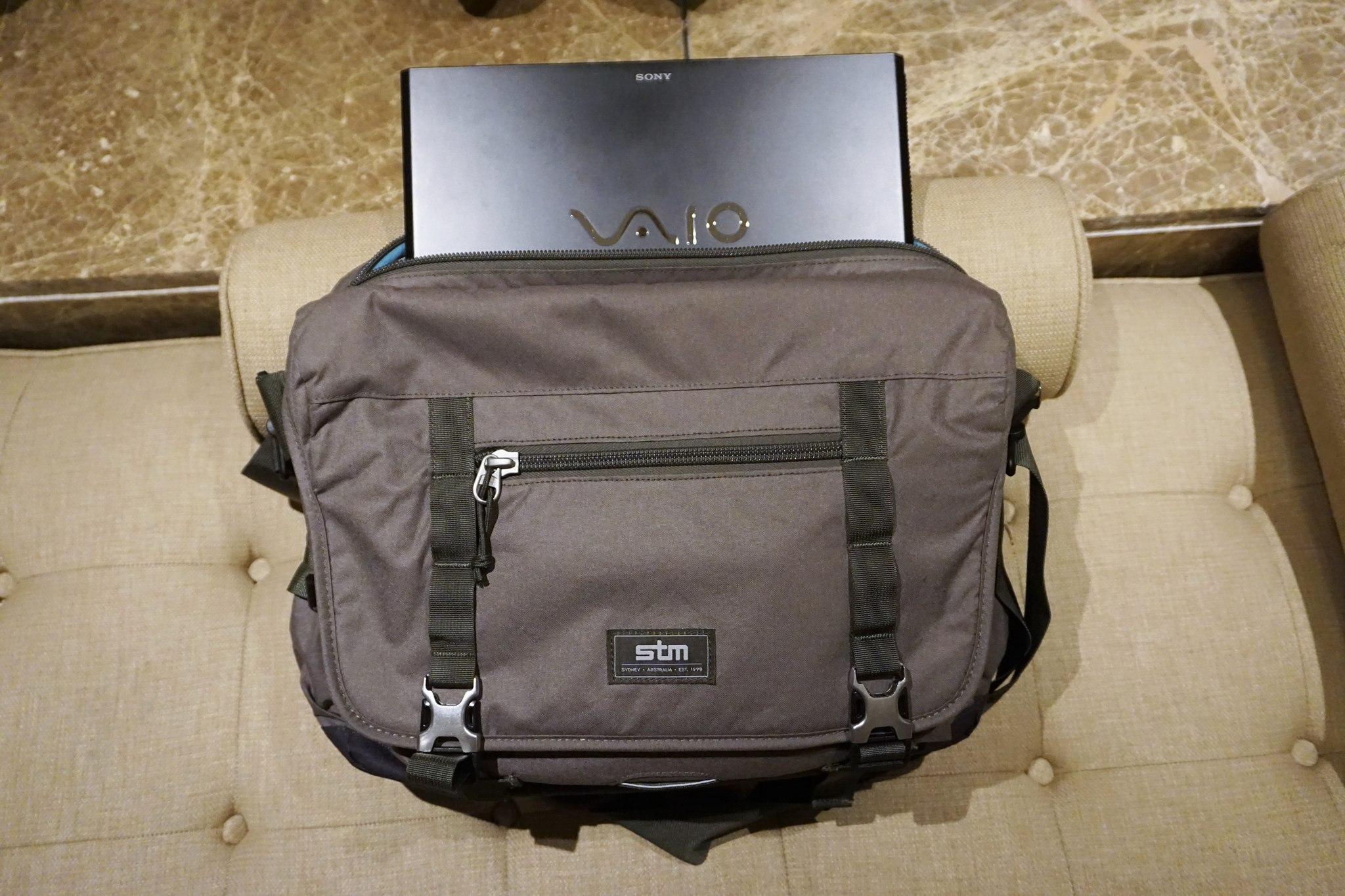 stm-trust-15-inch-laptop-messenger-bag-5