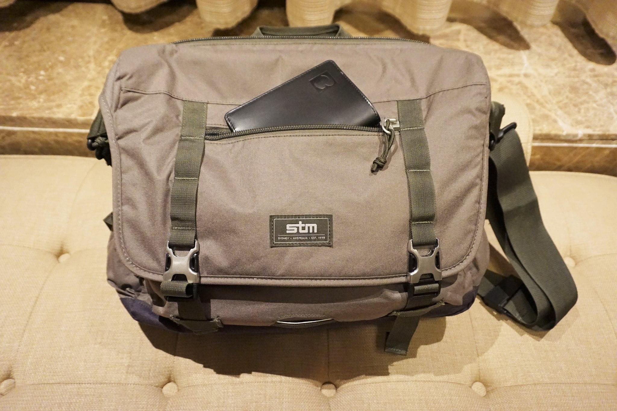 stm-trust-15-inch-laptop-messenger-bag-6
