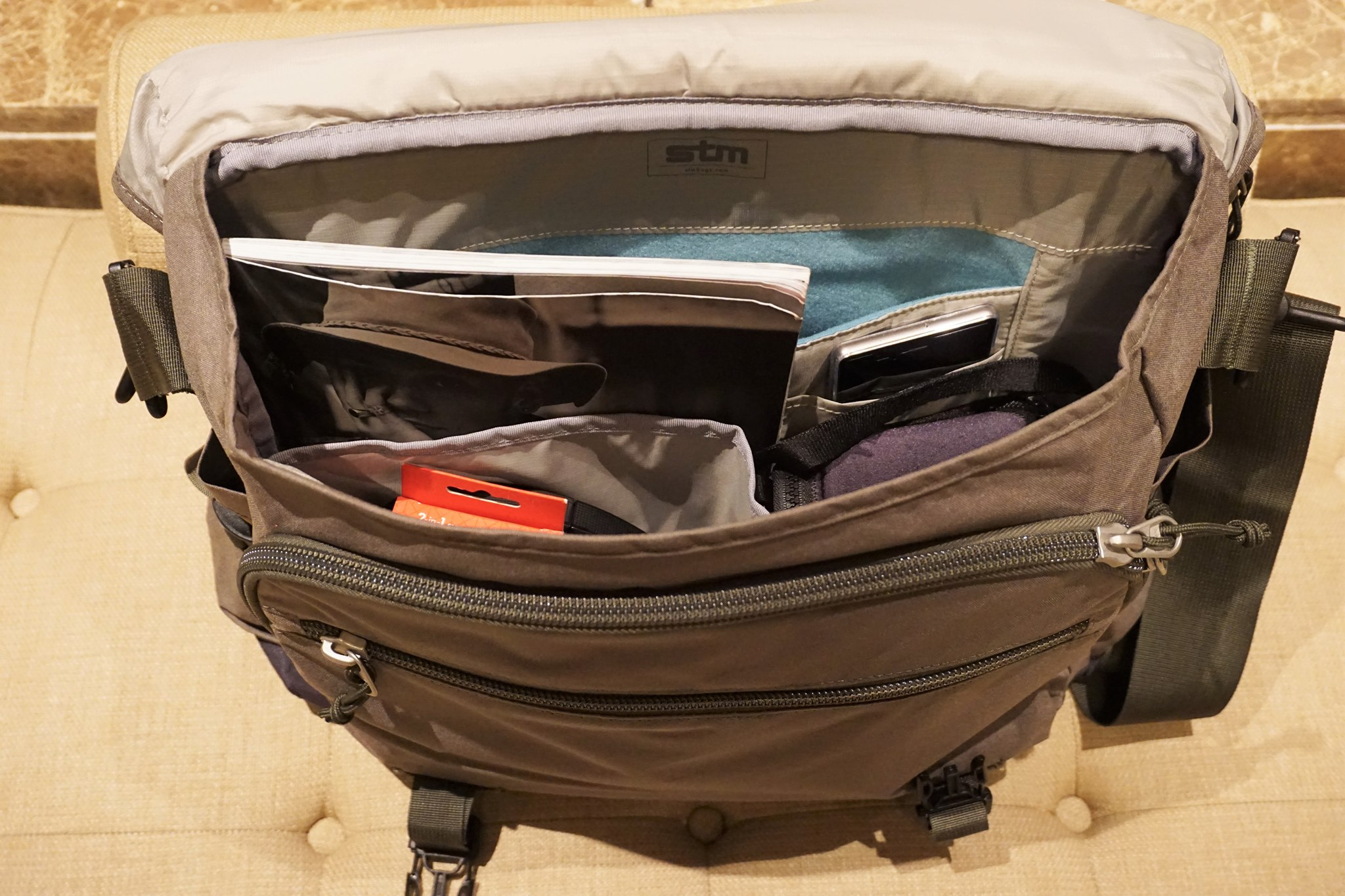 stm-trust-15-inch-laptop-messenger-bag-7