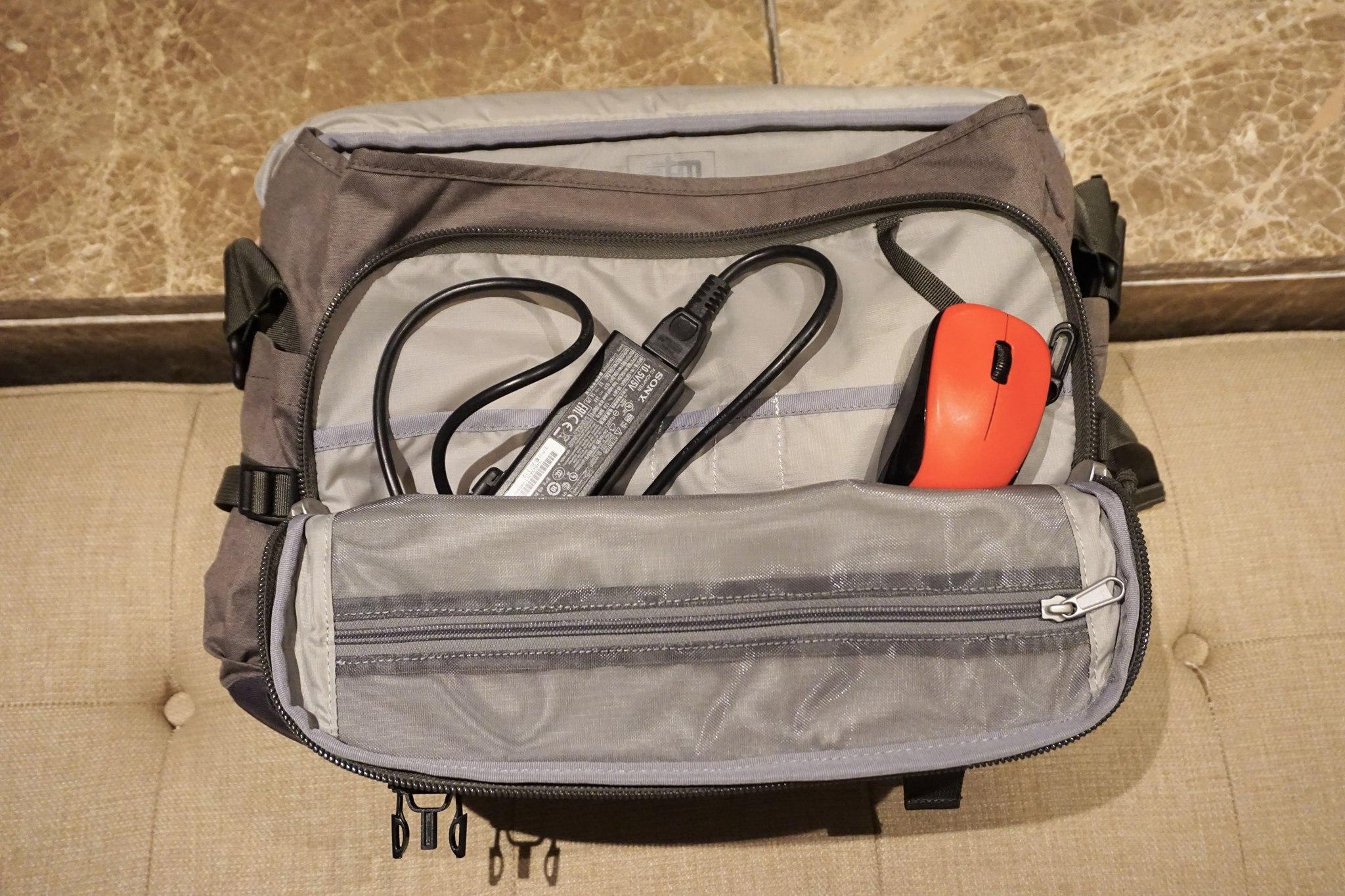 stm-trust-15-inch-laptop-messenger-bag-8