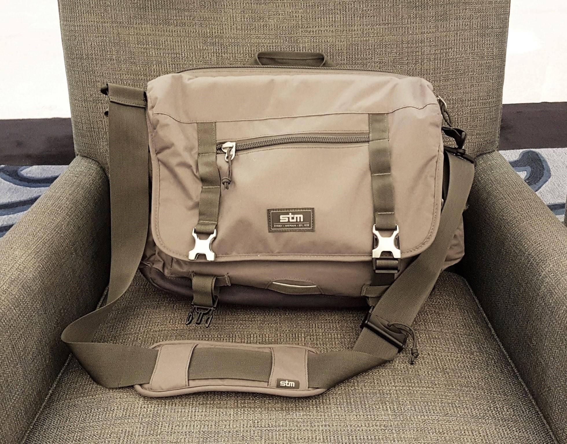 stm-trust-15-inch-laptop-messenger-bag-thumbnail