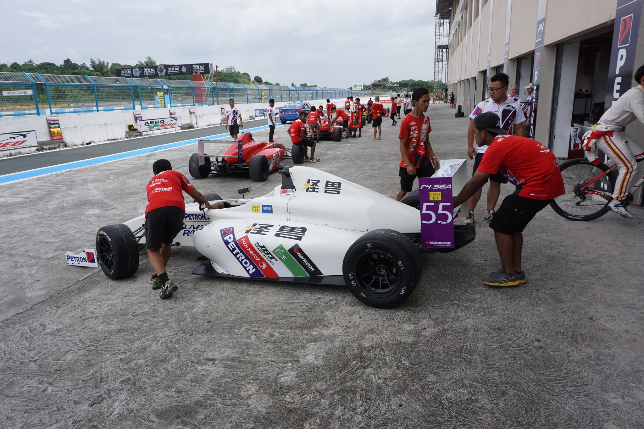 Southeast Big Boys Toys : Formula at clark international speedway pinoy guy guide